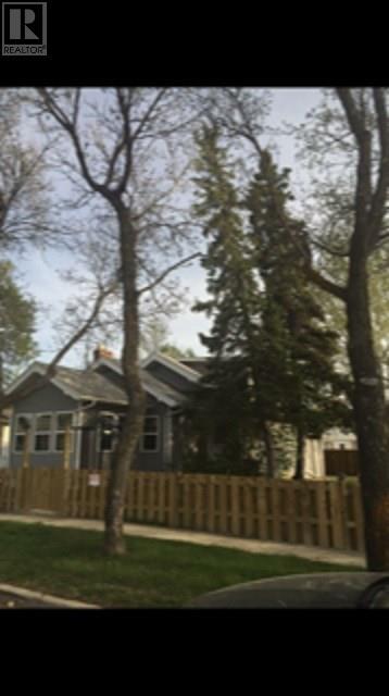 226 5th Ave E, Assiniboia, Saskatchewan  S0H 0B0 - Photo 2 - SK795406