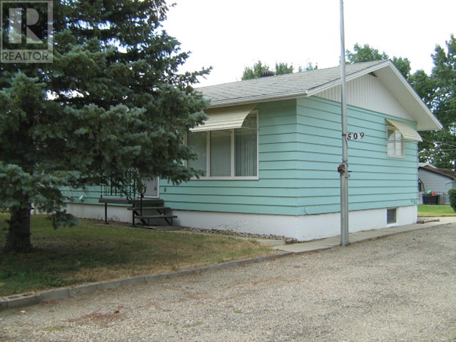509 Main St, Lafleche, Saskatchewan  S0H 2K0 - Photo 1 - SK798047