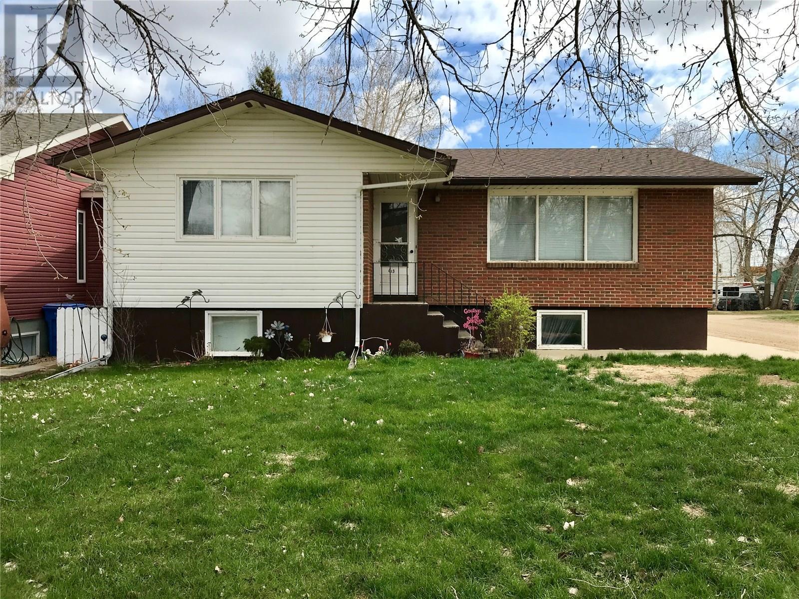 613 Mann Ave, Radville, Saskatchewan  S0C 2G0 - Photo 1 - SK805194