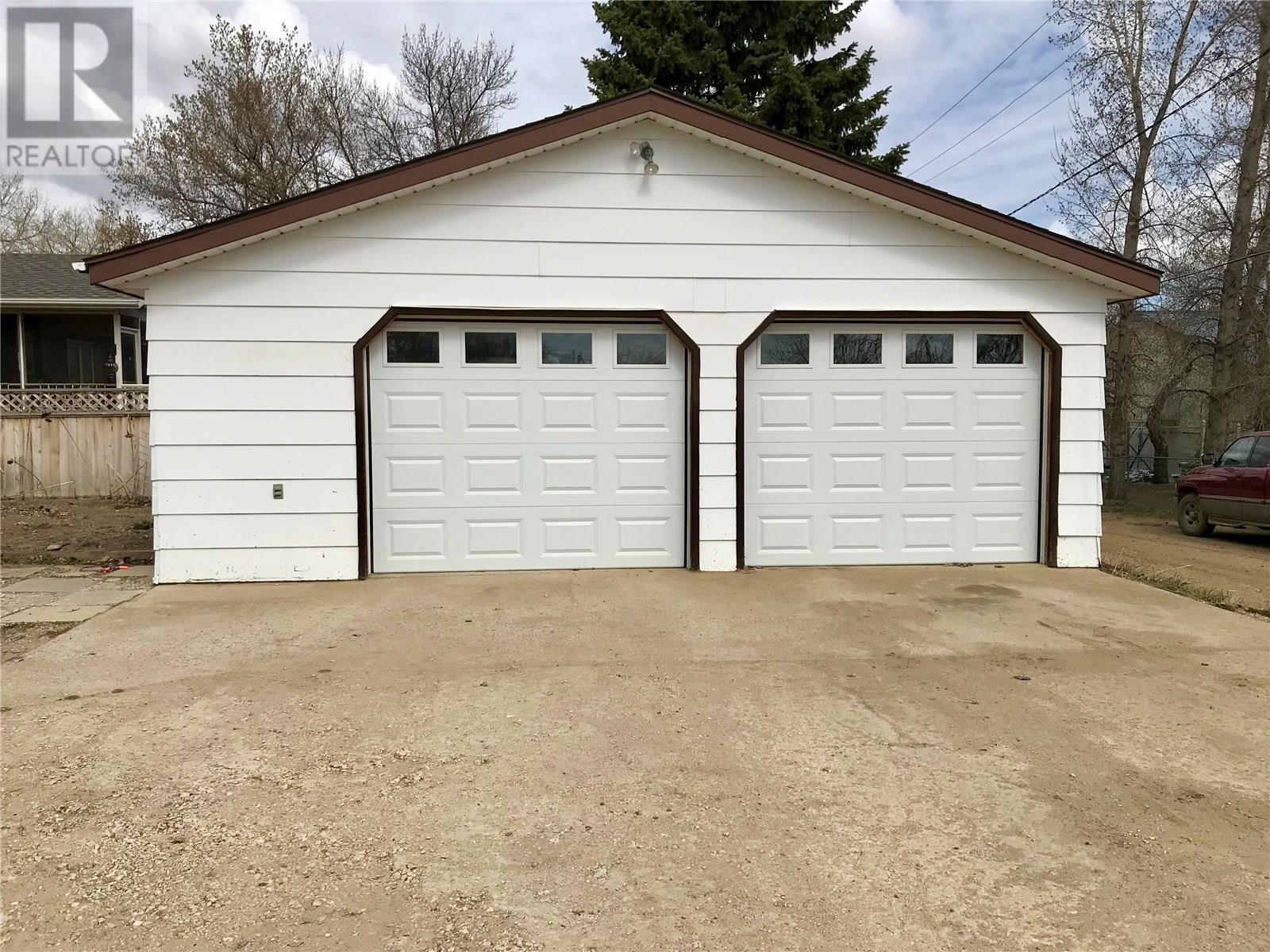 613 Mann Ave, Radville, Saskatchewan  S0C 2G0 - Photo 3 - SK805194