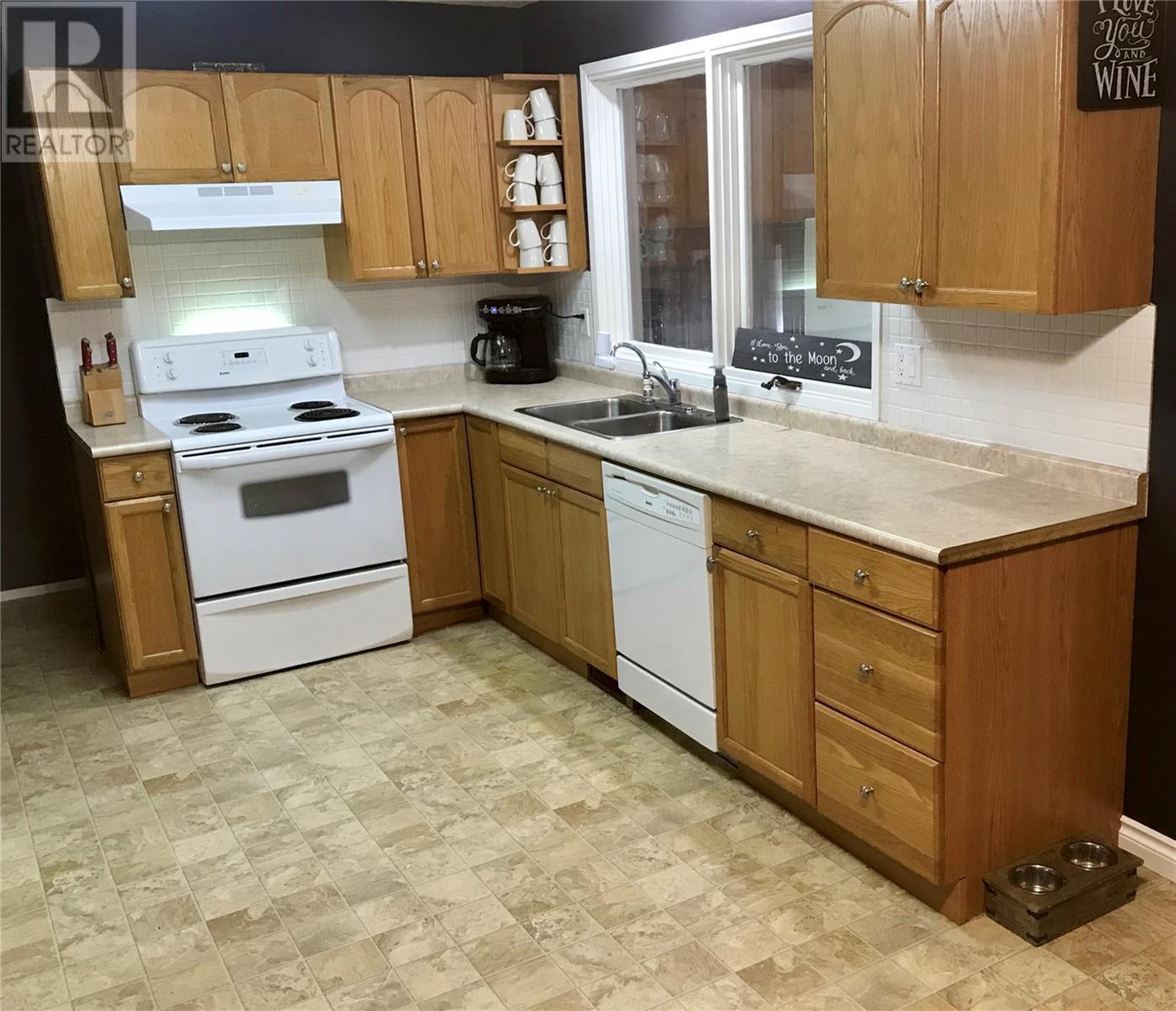 613 Mann Ave, Radville, Saskatchewan  S0C 2G0 - Photo 4 - SK805194