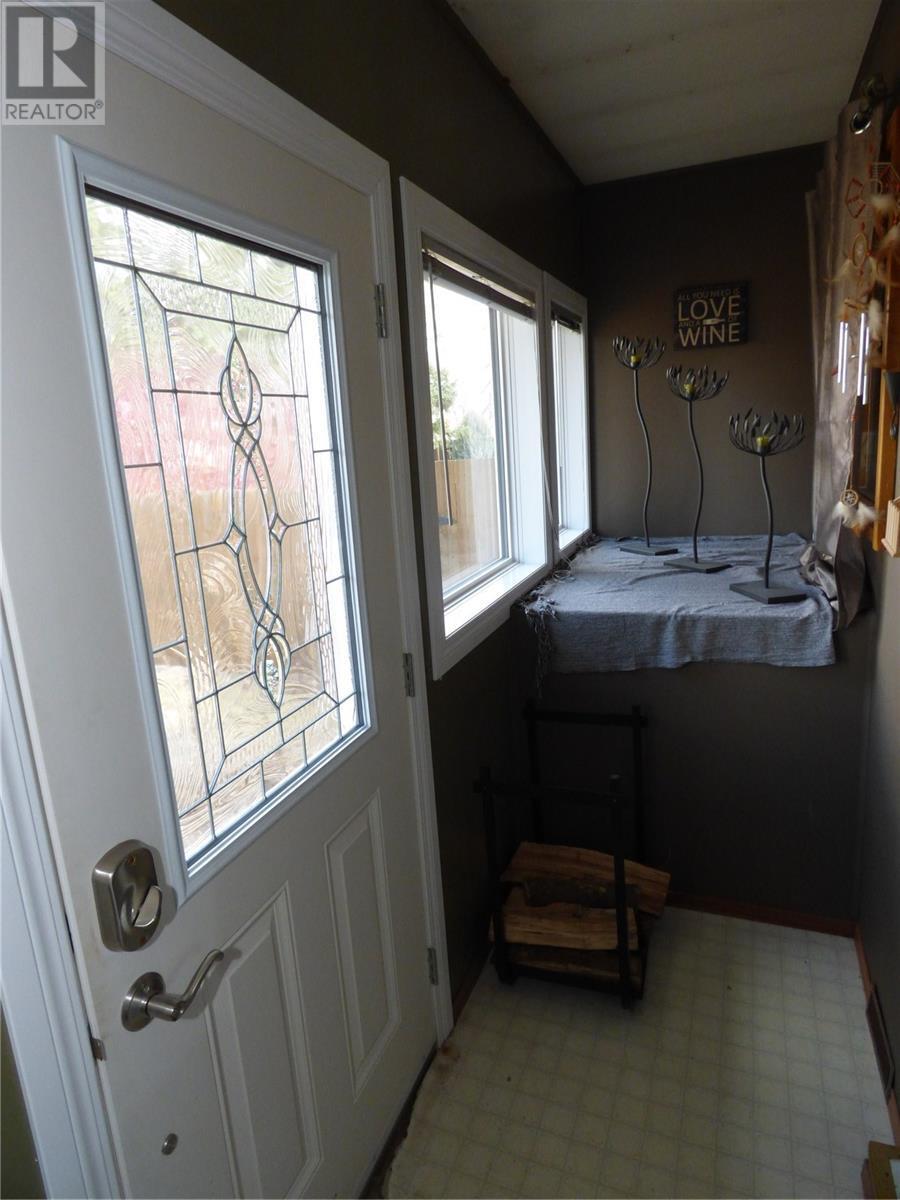 517 St Mary St, Esterhazy, Saskatchewan  S0A 0X0 - Photo 3 - SK805071