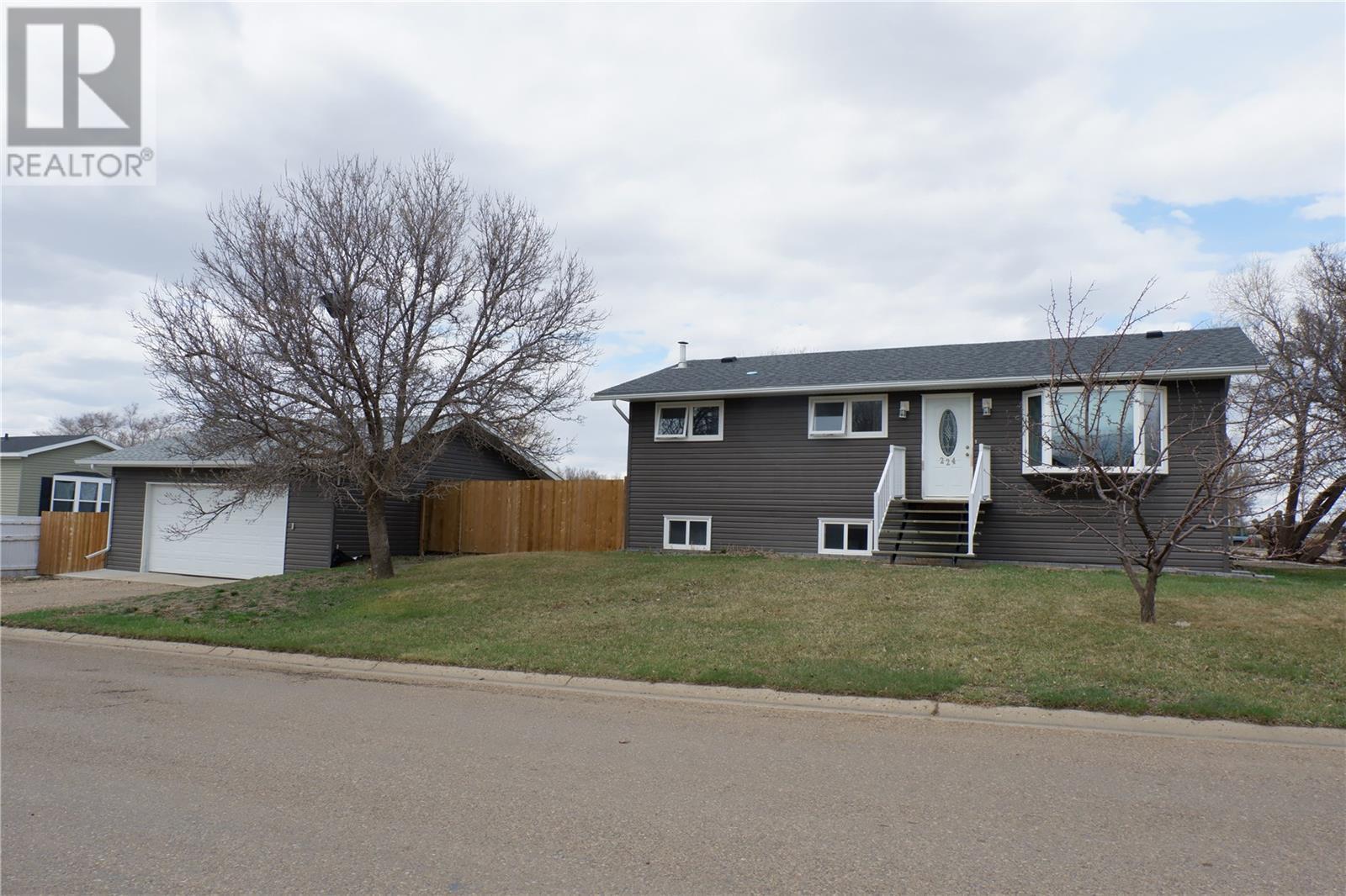 224 Crawford Ave W, Coronach, Saskatchewan  S0H 0Z0 - Photo 1 - SK805942